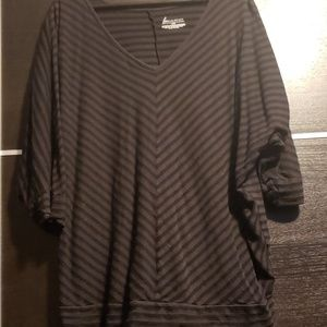 Contrast stripes banded bottom t shirt